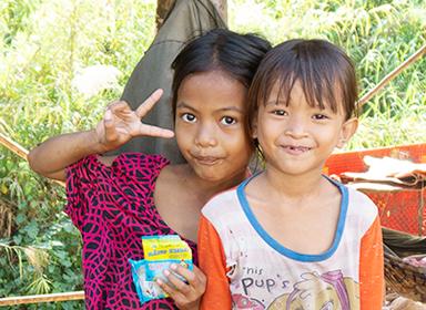 캄보디아의 착한 어린이들입니다.